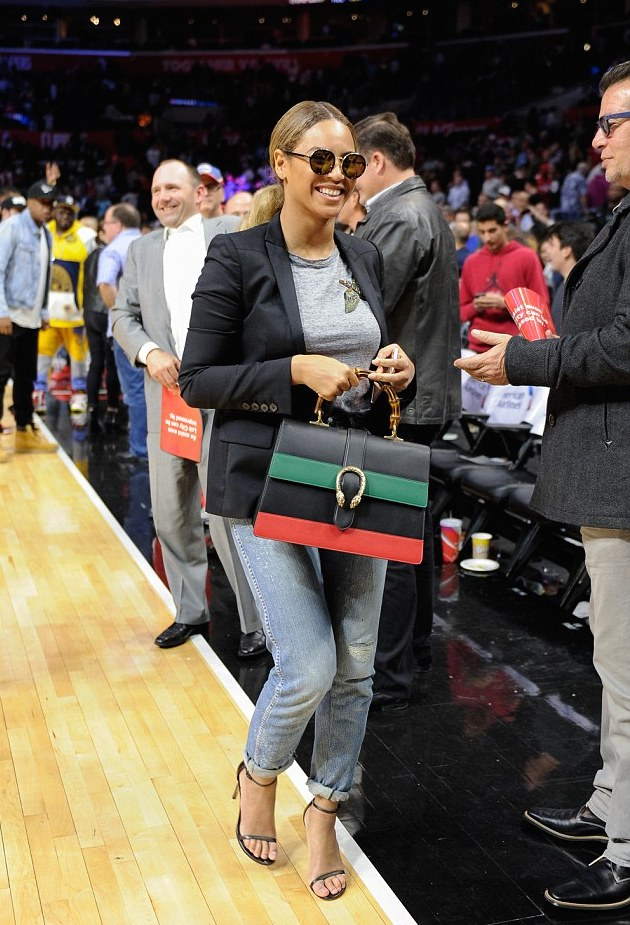 7-Beyonces-Clippers-vs.-Nets-Game-Gucci-Birds-T-Shirt-and-Red-Black-and-Green-Dionysus-Handbag.jpeg